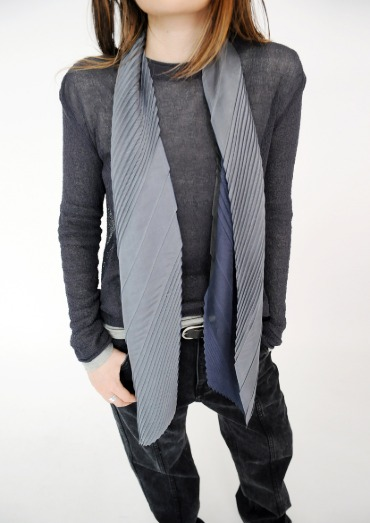 irregular pleats scarf